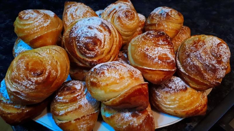 Слоеные пирожки с ореховой начинкой или розочки Sweet pies with nut filling or roses