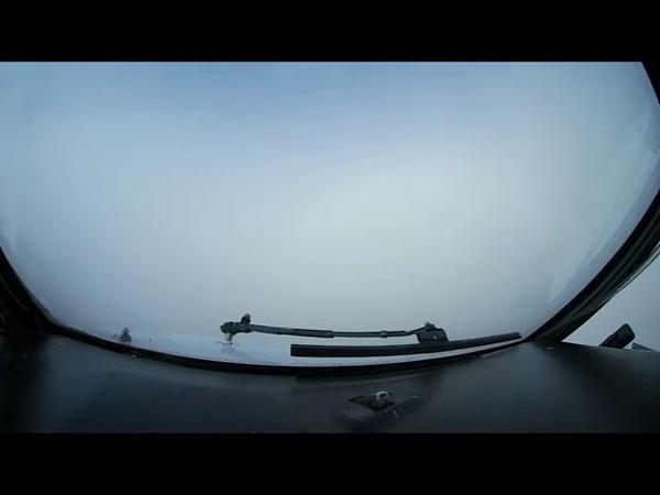 Посадку самолета в условиях нулевой видимости сняли на камеру из кабины пилотов