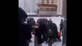 Группа Россиян зарезала барана у стен роддома в Сургуте (2019)
