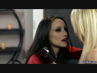 Lesbian seduces straight girl - hot lesbians make out