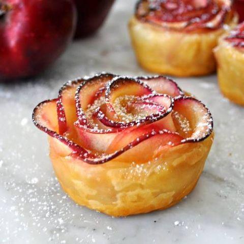 розы из яблок в тесте