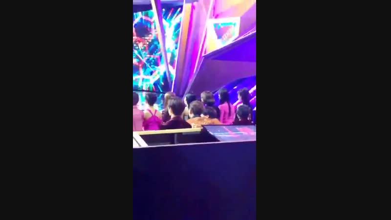 Джексон и Джебом танцуют под OhMyGirl - Remember me на MAMA 2018 @ сr. NoReikaNoLife