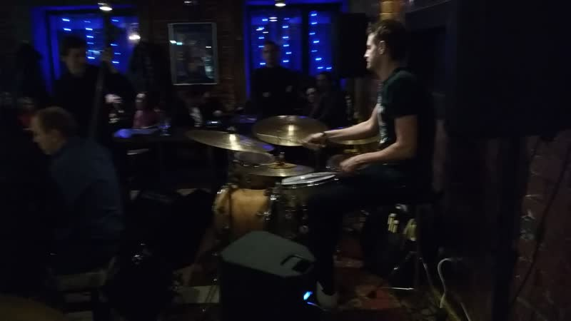 Iggy Taproom Jazz Live 11.01.2019. Соло на барабанах Григорий Шаландин. vk.comgrigory_shalandin