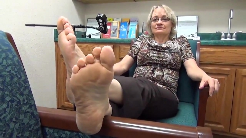 58 year old mature woman candid sexy soles