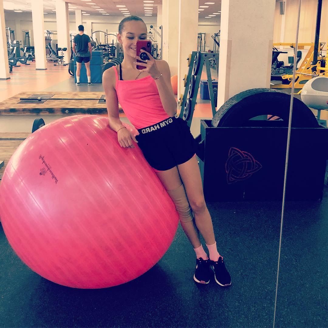 Розовый мяч Новогорска & Индивидуальный чемодан фигуриста - Страница 4 GMkECYJtlNE