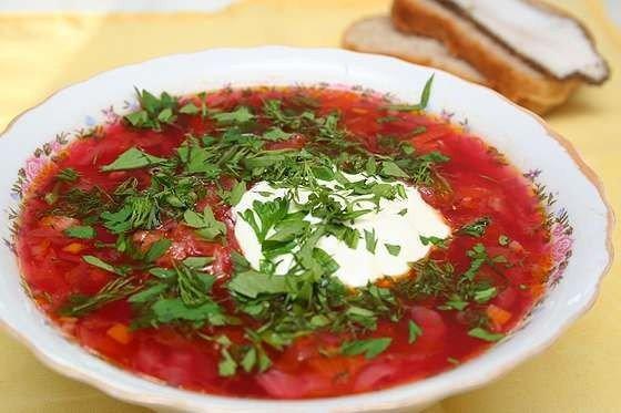 украинский борщ нам понадобится:- говядина (1 кг - на косточке) - шпик свиной (сало)(100 г) - капуста белокочанная (300 г) - картофель (200 г)- лук репчатый (2 шт.) - морковь (160 г)- перец