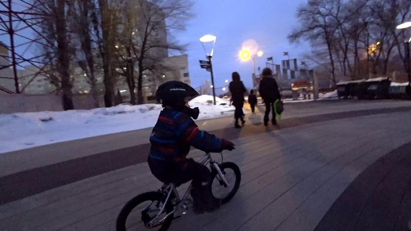 Early Rider Belter Urban 16 Артём на велосипеде 2 годадети на велосипедах Ерлик Рулит