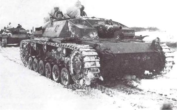 ТРОФЕЙНЫЕ НЕМЕЦКИЕ САУ StuG III НА СЛУЖБЕ РККА Гвардии капитан М. Панин воевал на StuG 40 с марта 1943 г. и до конца войны. Самым результативным стал для него 1944 год, когда он командовал