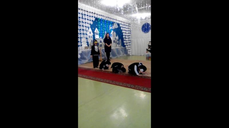 Данил танцует танец пингвинов » Freewka.com - Смотреть онлайн в хорощем качестве