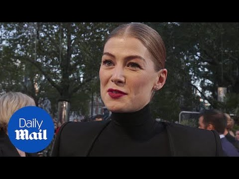 Rosamund Pike exudes gothic glamour at the A Private War premiere
