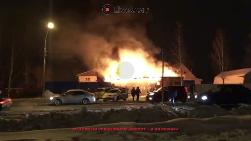 В Усть-Ижоре загорелась автомастерская на Петрозаводском шоссе