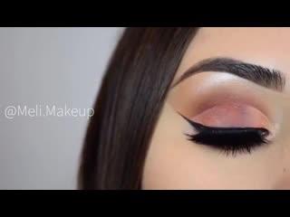 Красивый макияж и выразительная стрелочка