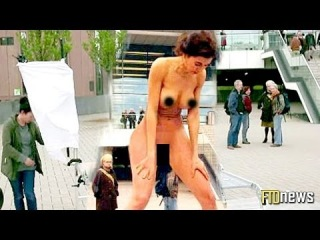 Woman Gives Birth To A Painting In Public - Milo Moiré