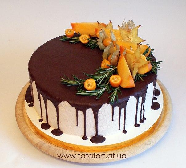 Оформление торта фруктами и ягодами