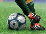 любишь футбол?)))