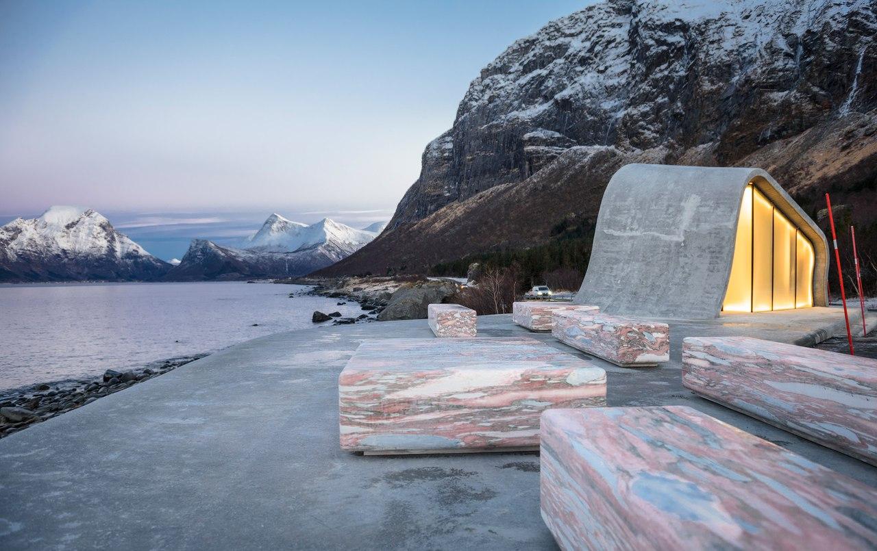 Haugen / Zohar Arkitekter (HZA)/зона отдыха Ureddplassen вдоль Норвежского живописного маршрута Helgelandskysten