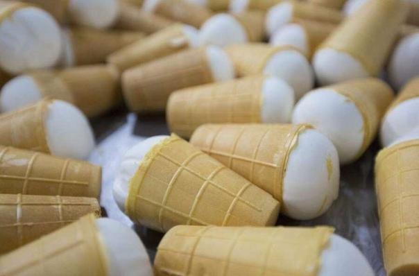 Советское сливочное мороженое 1. За границей советское мороженое относили к престижному классу. Его подавали исключительно в дорогих ресторанах по самой высокой цене. 2. ГОСТ 117-41, по которому