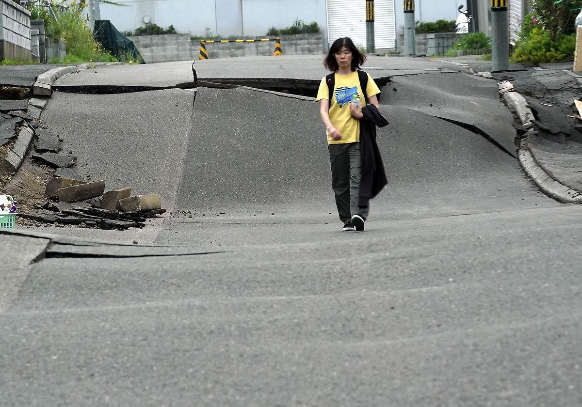 По шоссе как по волнам: Прогулка после землетрясения