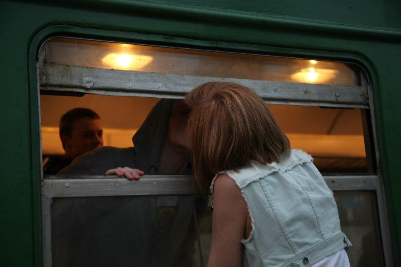 Фото девушек на вокзале без лица
