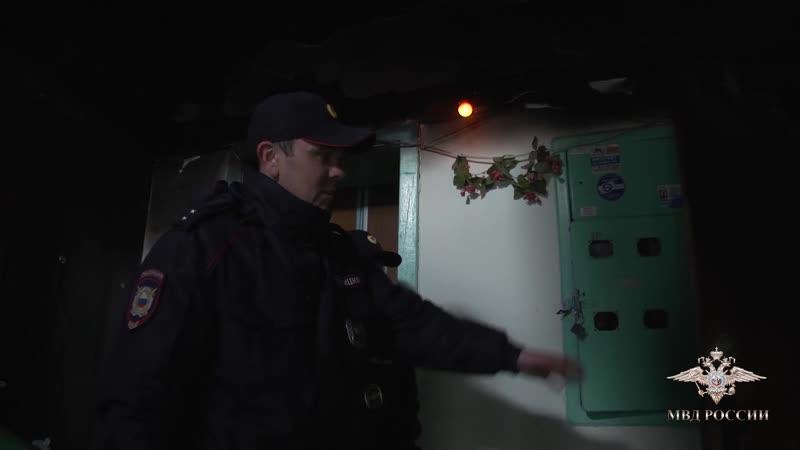 Услышали крики и бросились наверх Севастопольские полицейские спасли на пожаре женщину и 3-летнего малыша