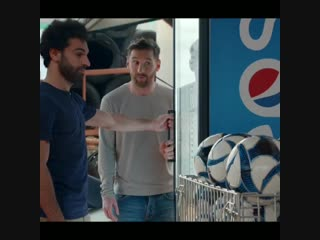 Реклама Pepsi с Месси и Салахом