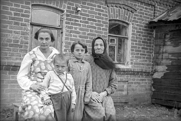 Фотограф: Александр Устинов Люди 1930 годов.