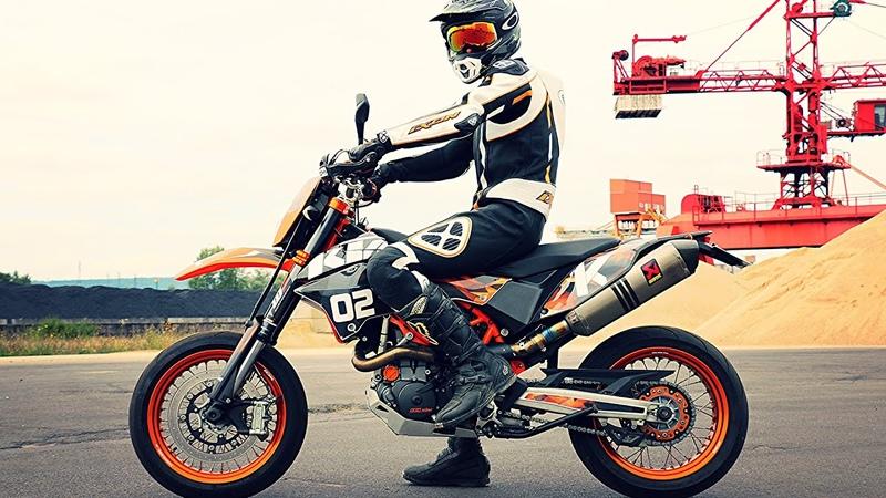 J'ai une Nouvelle Moto KTM 690 SMC R