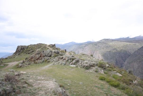 Смотровая площадка Кату-Ярыка. 1200 метров, плато внизу 670 метров над морем.