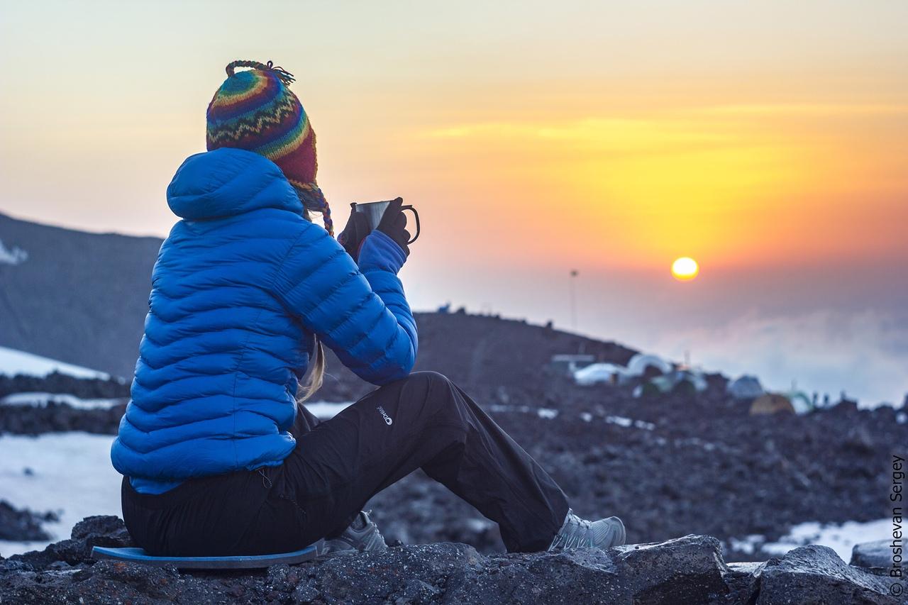 закат на высоте 3800 м на Эльбрусе