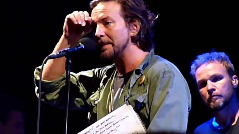Frontman Pearl Jam Eddie Vedder Talking About His Friendship With Chris Cornell In Alpine Valley 04.09.2011