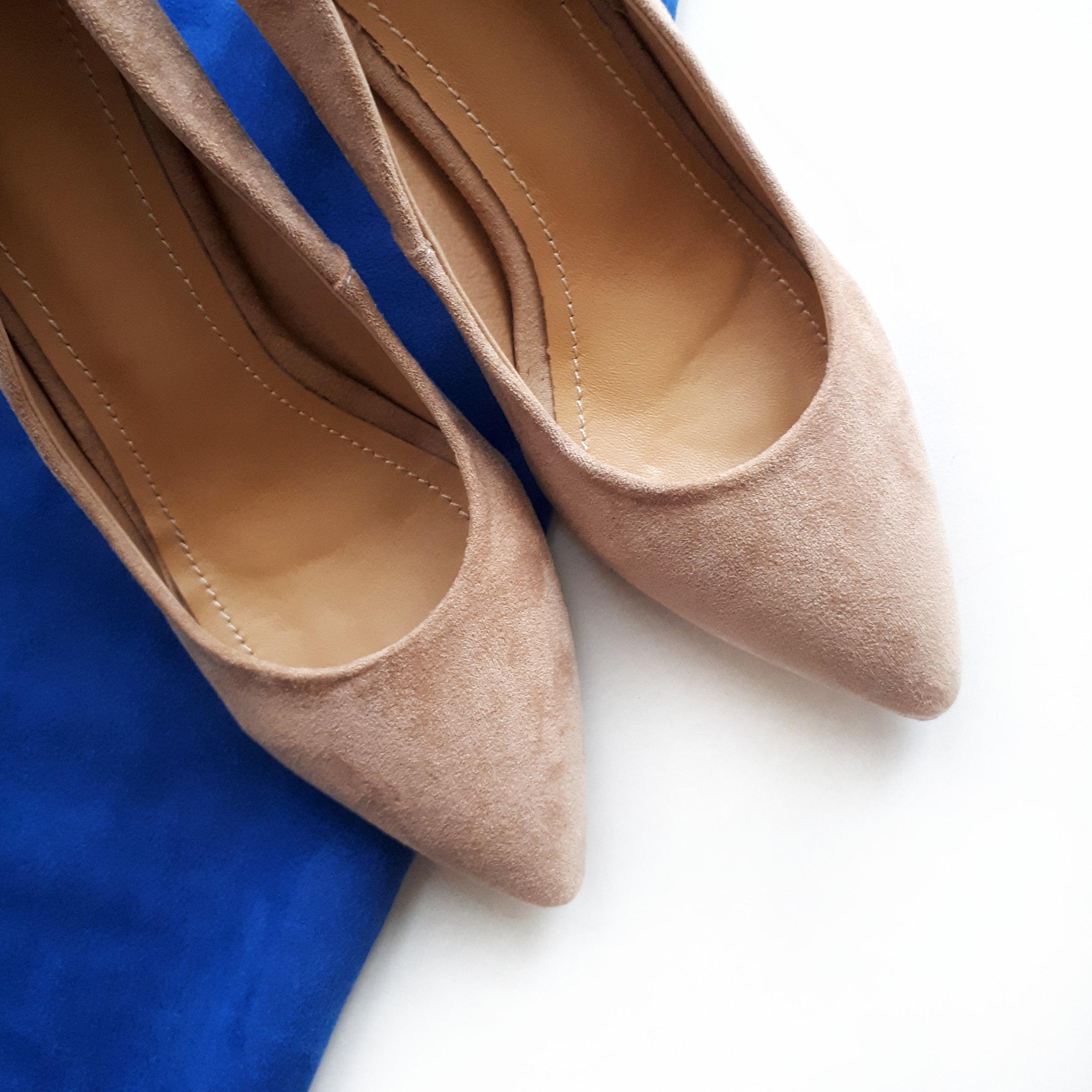 Туфельки под замшу с необычным каблуком от магазина Esveva