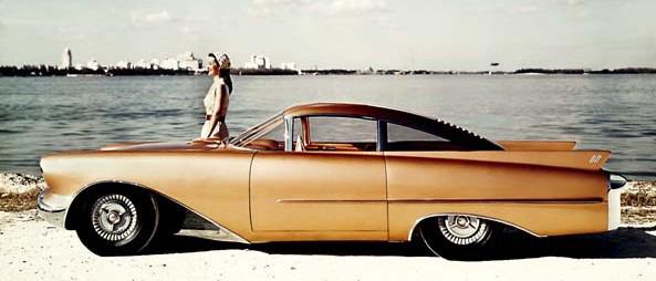 Oldsmobile Cutlass. Концепт-кар.Это опытное двухместное спортивное купе-хардтоп Oldsmobile Cutlass было создано в 1954-м году. Автомобиль оснащался двигателем Oldsmobile V8, мощностью 185 л.с.