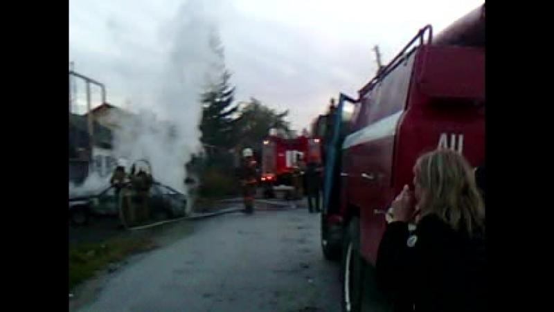 В Асбесте горел автомобиль на ул Физкультурников 15 09 2018