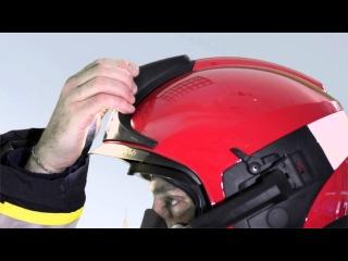 Donning and adjusting the firefighter's helmet Dräger HPS 7000