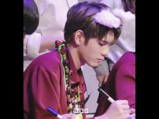 180610 • Wanna One • Hottracks Fansign