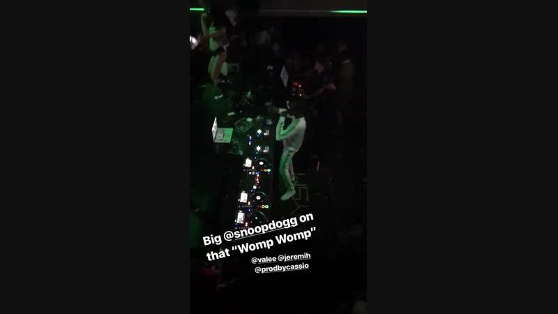 Snoop dog флексит под трек Womp Womp.