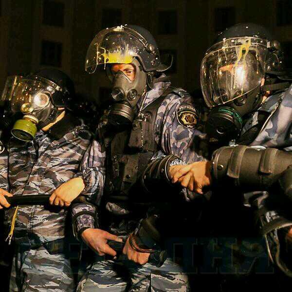 Следователи уже собирают материалы на активистов, пытавшихся штурмовать Кабмин - Цензор.НЕТ 3204