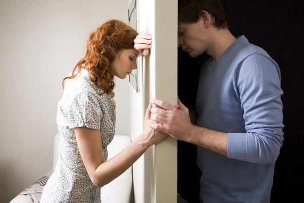Жена придя домой раньше обычного, застала мужа на горячем...