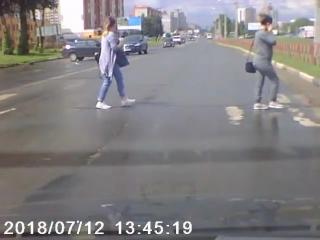В Ярославле машина уехала без водителя
