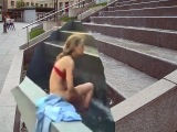 Nuoga panelė maudosi Vilniaus miesto fontane #naked girl swimming in city center