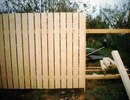 Деревянные заборы хороши тем, что имеют относительно невысокую стоимость...  Заборы дачные, в зависимости от ваших...