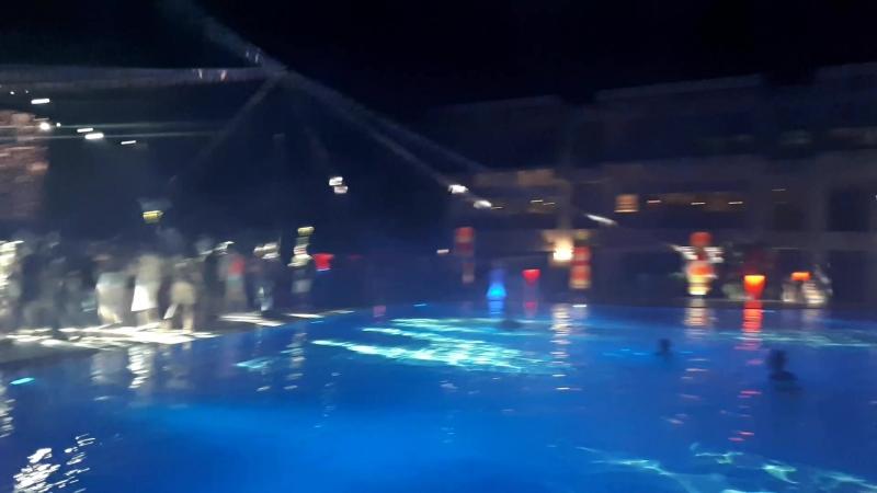 Дискотека у бассейна Hydros