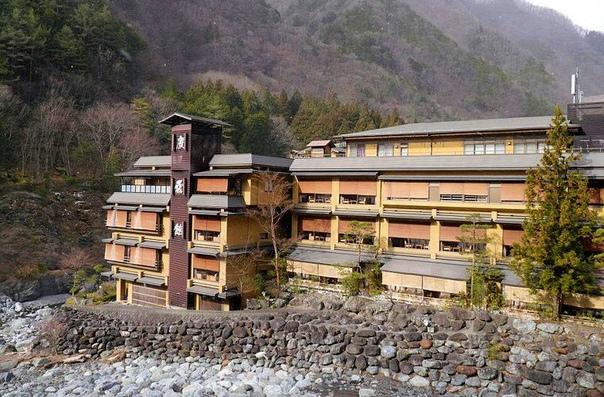 На этом фото изображена самая старая гостиница в мире