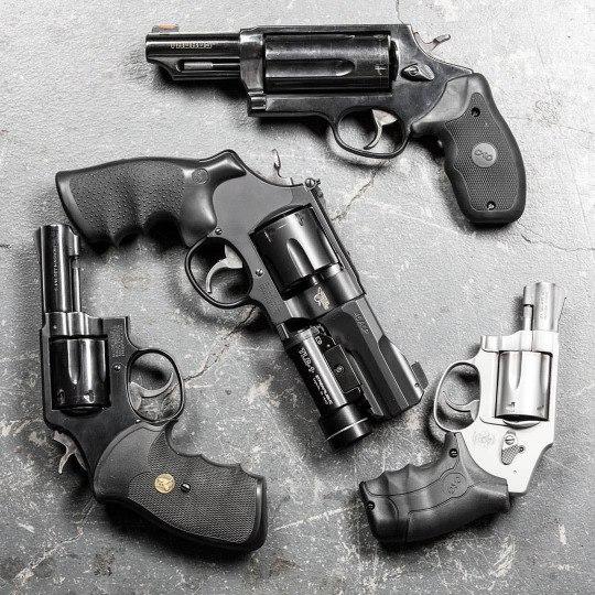 Преимущества револьвера перед автоматическими пистолетами