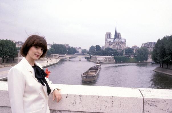 Французская певица Mireille Mathieu. Сейчас ей 72 года.