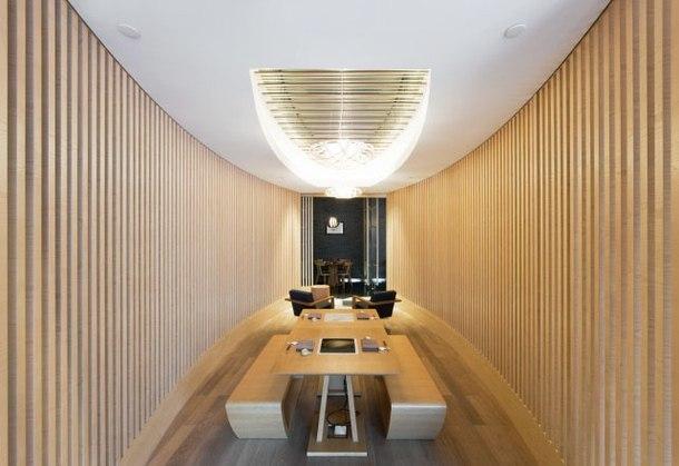 Японский архитектор Арата Исодзаки построил в Шанхае Гималайский центр, объединивший отель, торговый центр, музей современного искусства и концертный зал.