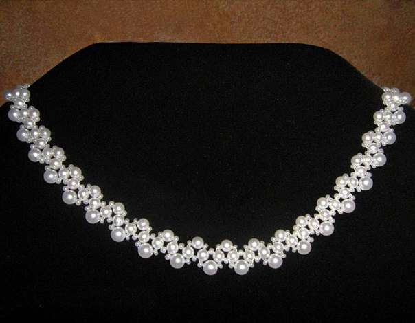 >Ожерелья из бисера и бусин