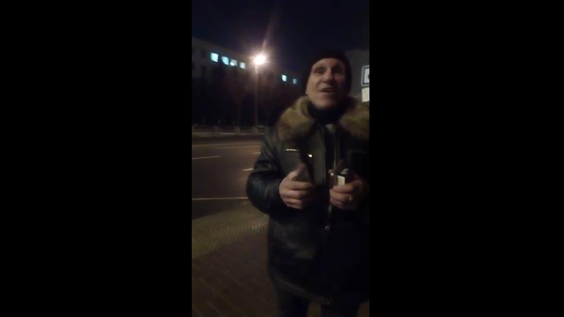Бабка москвичка откровенничает и показывает документы