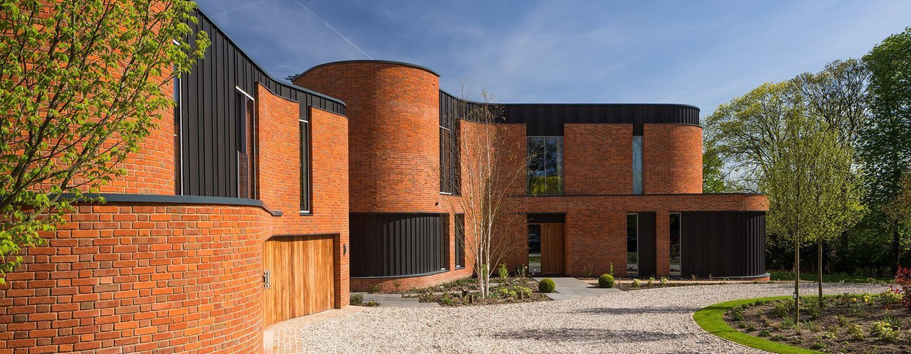 Adrian James architects builds sinuous 'incurvo' brick house in rural oxfordshire