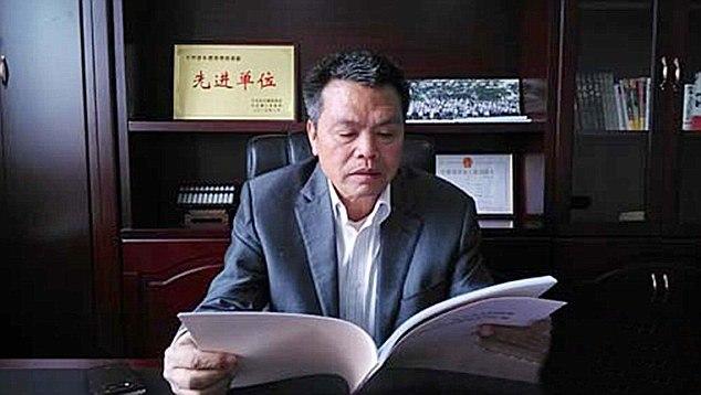Заработав миллионы, китаец Сюн Шуйхуа вернулся в родную деревню Сюнкэн и отстроил ее заново 0QV7AP497jk